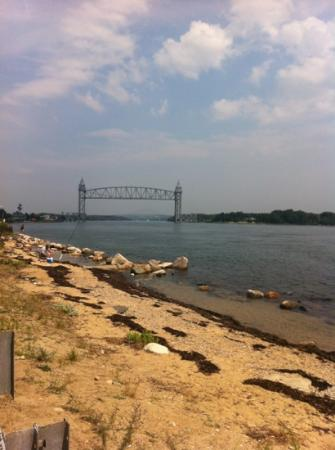 Cape Cod Canal : The bridge in the picture is a train bridge that goes up and down so the train can cross the can