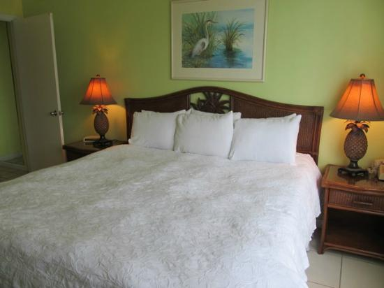Bayside Inn Key Largo: Bayside Inn's suite bed was one of the most comfortable I've ever slept in at a hotel