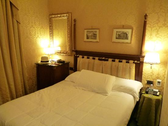 Hotel Manfredi Suite in Rome: Our room 1