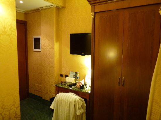 Hotel Manfredi Suite in Rome: Our room 2