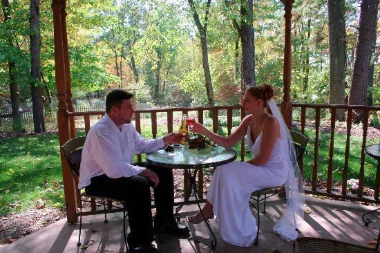 Hocking Hills Resort: Hocking Hills Chapel accomodates any wedding party from couples only to large groups of 200 or m