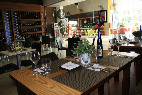 Garum Espacio Gastronomico: Vista de la sala y terraza