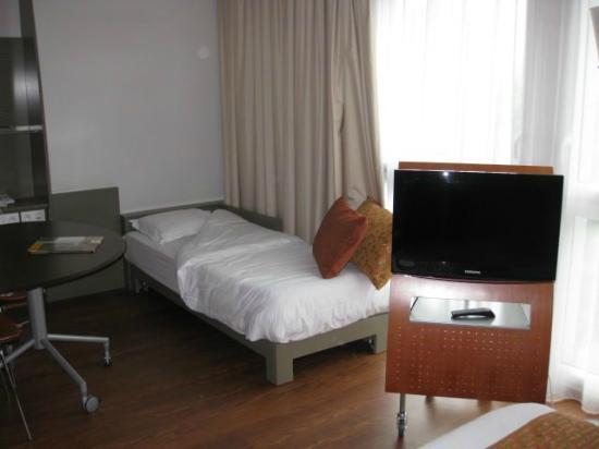 Adagio City Aparthotel Nantes Centre : Single bed in 3 person studio