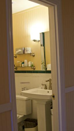 The Plantation Inn: Room 16 bathroom.
