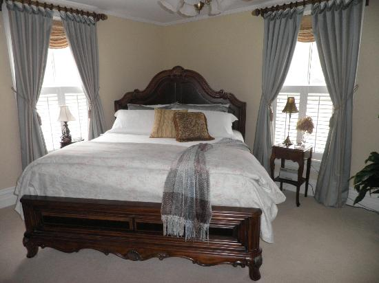 Oak Hill on Love Lane Bed & Breakfast: Our Suite!