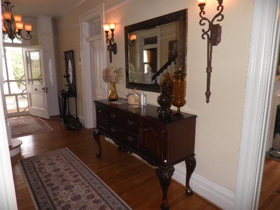Oak Hill on Love Lane Bed & Breakfast : Foyer!