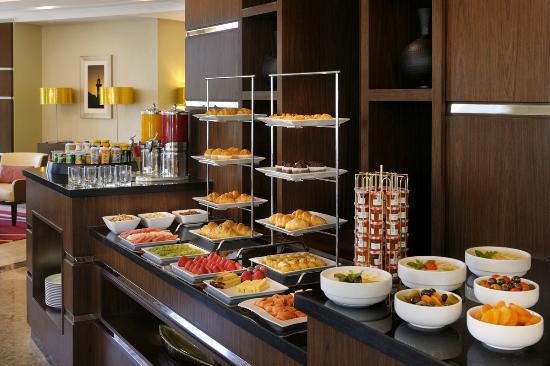 Marriott Executive Apartments Riyadh, Makarim: Coffee Break Buffet