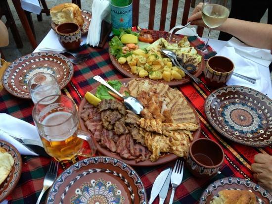 Restaurant Vodenitzata: Grigliata mista di carne con verdure