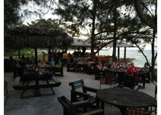 Small Hope Bay Lodge: Outdoor eating area - lunch and dinner here every day