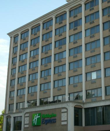 Holiday Inn Express Hartford-Downtown: View of front of hotel from street