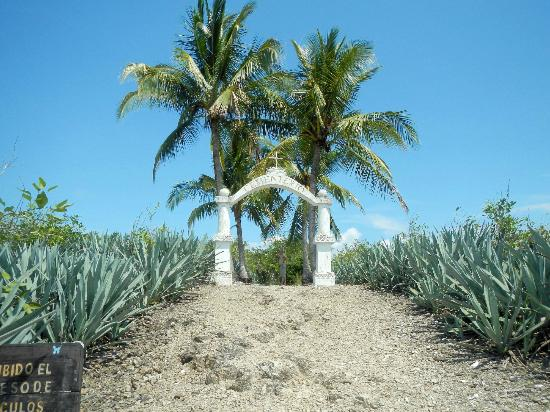 Entrance to the cemetery on Isla de Cabuya