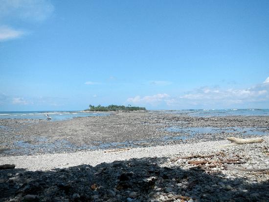 Isla de Cabuya: The sea parts at high tide