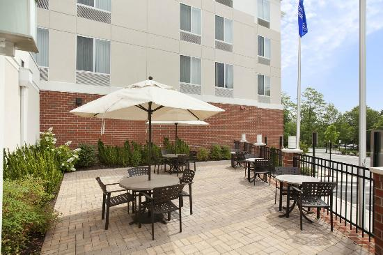 Hilton Garden Inn Silver Spring North: Outdoor Patio