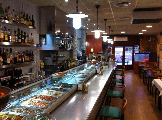 Restaurant Marisqueria Bellera: expositor y barra sala 1