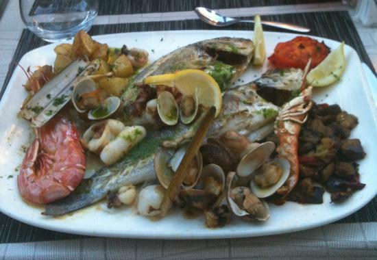 Can Pla: Parrillade mixte (poissons et crustacés) à 32 €