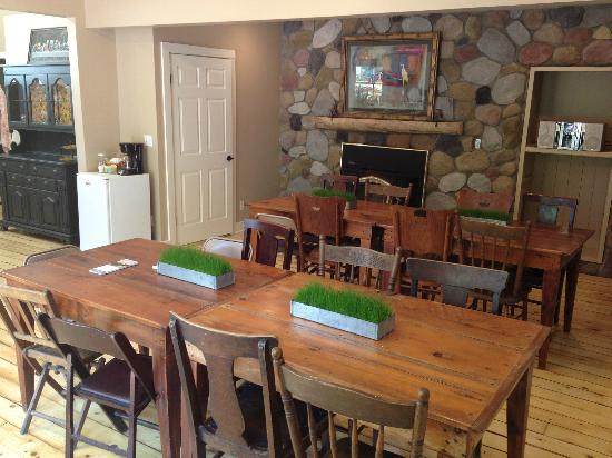Goldberry Woods Bed & Breakfast Cottages: Dining Room