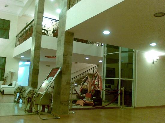 Sarovar Portico Badrinath: Hotel Lobby