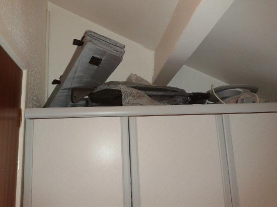 Prospect Hotel: Clutter on top of wardrobe not cleared away
