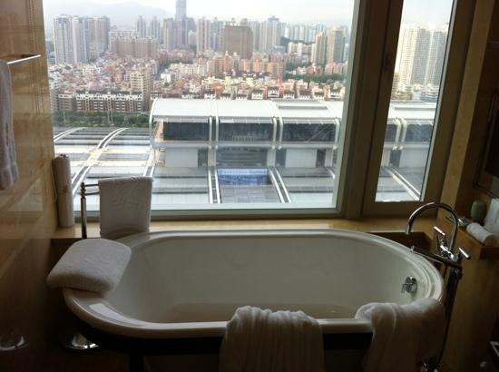 The Ritz-Carlton, Shenzhen: baño