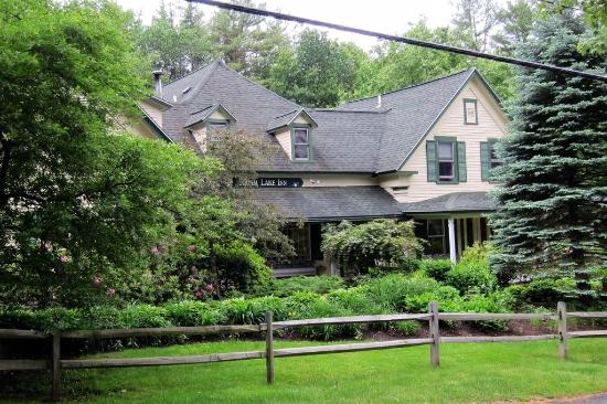 Squam Lake Inn: Front of the inn