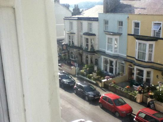 Burleigh House: Victoria Pub Opposite
