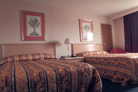 Econo Lodge: Double Beds