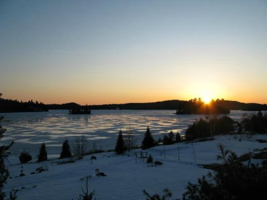 Dunlop Lake Lodge : Dunlop Lake view
