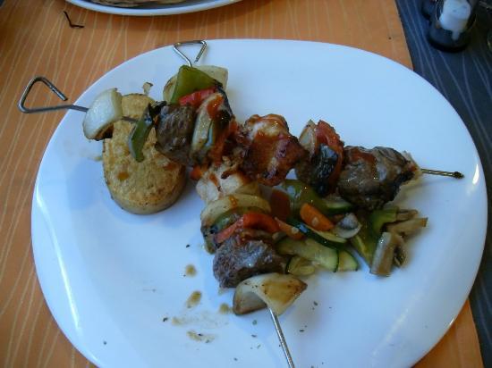 Restaurante Brisas Palmanova: chicken kebabs