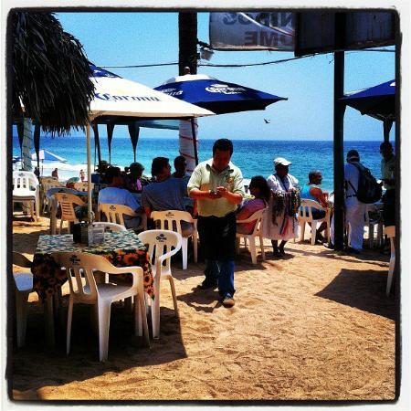 BURROS BAR & RESTAURANT: Beach Bar