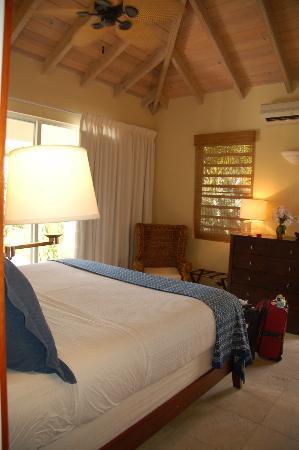 Meads Bay Beach Villas : Bedroom