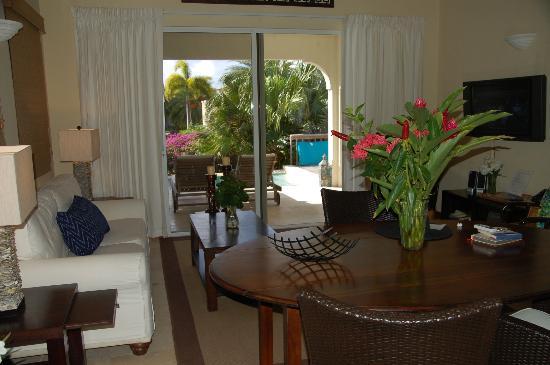 Meads Bay Beach Villas: Living/Dining