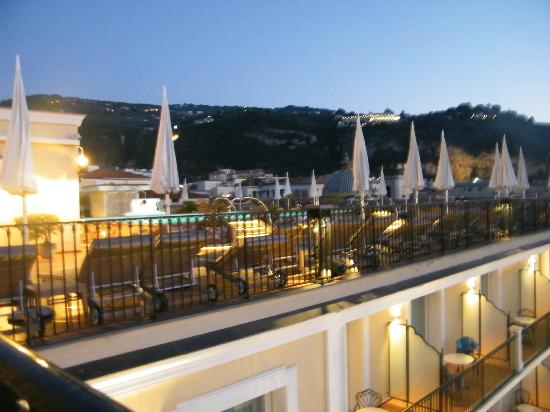 Grand Hotel La Favorita: View of pool area from restaurant area, early evening