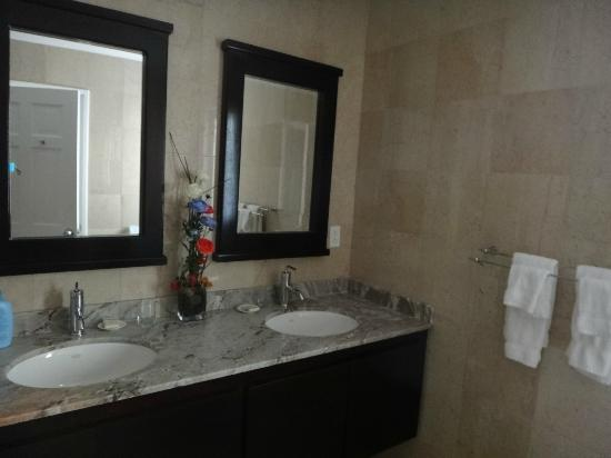 Princess Heights Hotel: banheiro