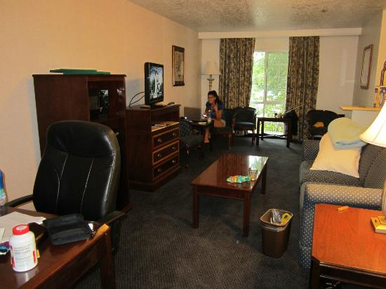 Best Western Corvallis : lounging room with pull out sofa