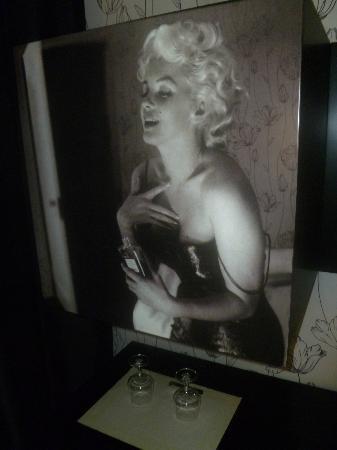 Gugliel Motel: Particolare del frigo bar