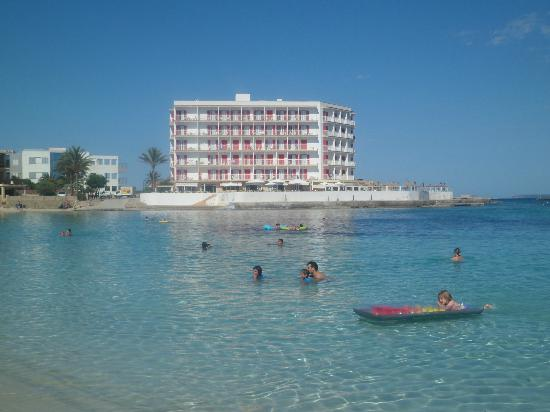 Universal Hotel Marques: Vista dalla spiaggia