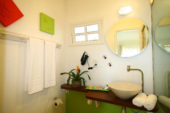 Pousada Bucaneiro: Banheiro apartamento