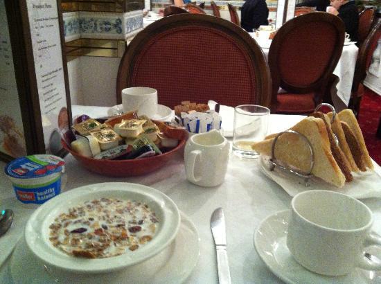 Montana Hotel: Le petit-déjeuner