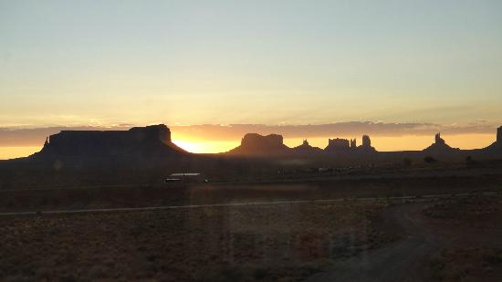 view of monument valley at sunrise from goulding 39 s house. Black Bedroom Furniture Sets. Home Design Ideas