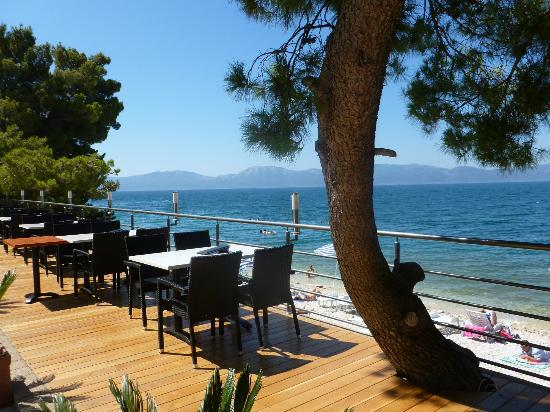 Hotel Saudade: Restaurant Alfresco dining option overlooking beach.