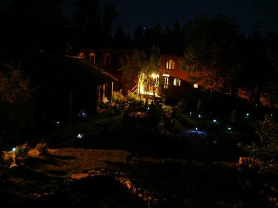 La capilla Lodge at night
