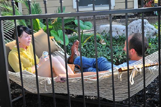 HI-Houston: The Morty Rich Hostel: Relax in the great hammock
