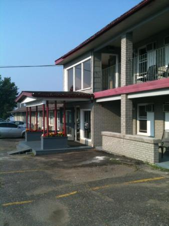 Old Mill Motel : front entrance
