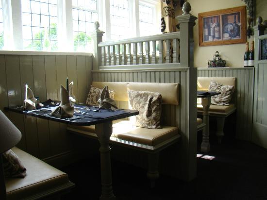 The Waggon Inn: Booths in the restaurant