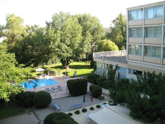 Ibis Cavaillon Luberon : Bela área verde