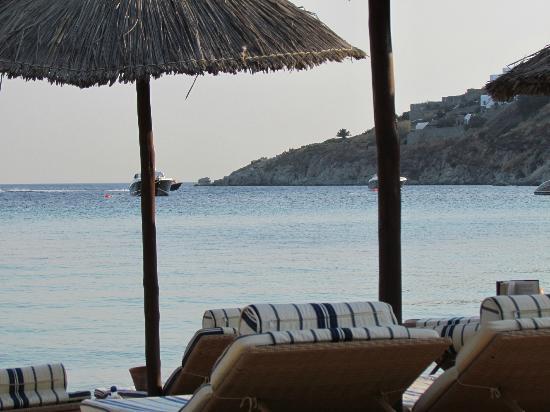 Grecotel Mykonos Blu Hotel: The beach service! Perfect!!!