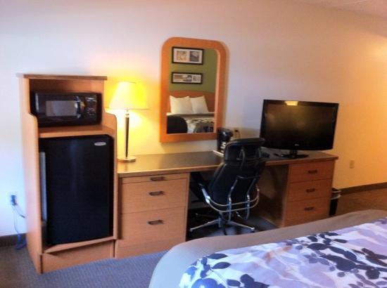 Sleep Inn & Suites: Room
