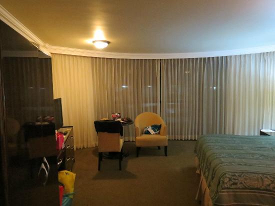 Plaza Paitilla Inn: Vista de la enorme habitación