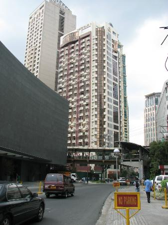 Prince Plaza II - View of hotel from the street