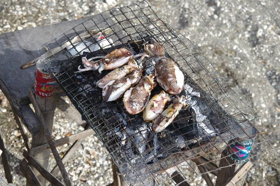 Tuburan, Filippinene: Bar B Que Lunch from the local Fishermen